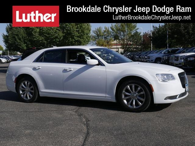 Certified Pre-Owned 2017 Chrysler 300 Limited