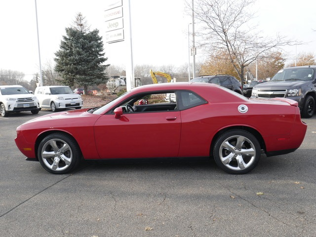 Pre-Owned 2012 Dodge Challenger SXT